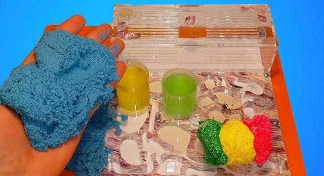 Слайм из кинетического песка с канцелярским клеем